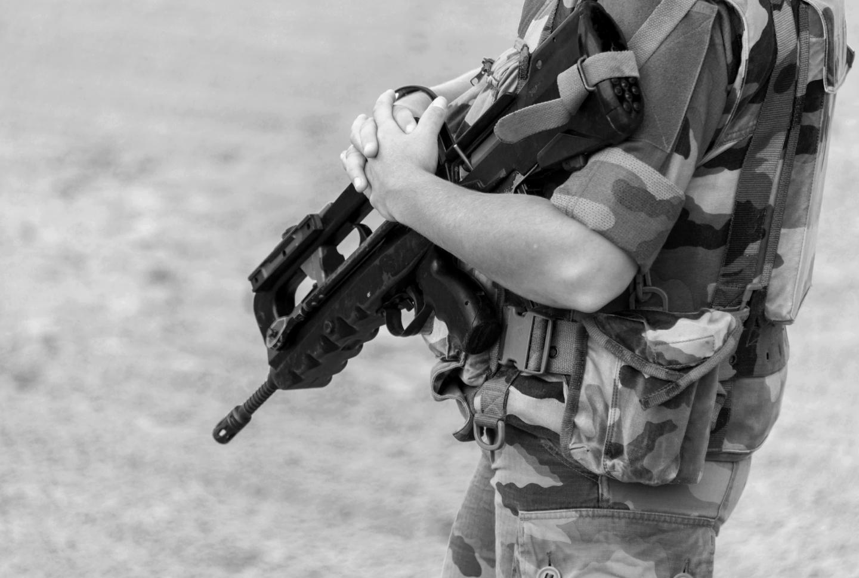 Militaire français armé